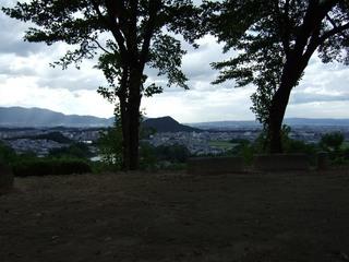 2007_0915_155418_甘樫丘から畝傍山(奥は二上山).JPG