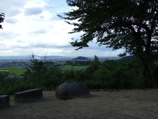 2007_0915_155914_耳成山(右手前は天香具山).JPG