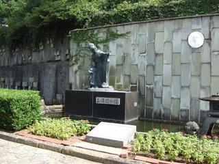 20120928_124100_01_三浦環の像.JPG