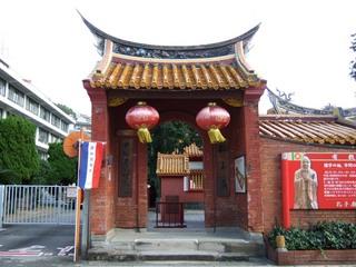 20120928_140256_01_孔子廟入り口の門.JPG