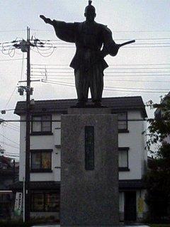 安土駅前の織田信長像